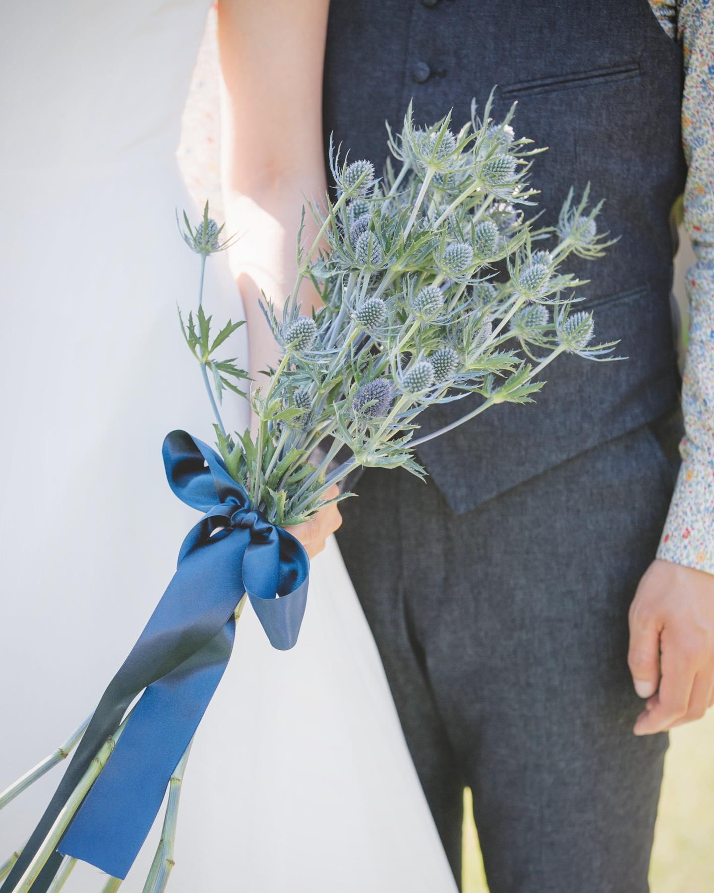 ・自然の中でゲストと一緒に楽しめるガーデンウエディングやアウトドアウエディング・legeretesのドレスはレンタルではございませんのでそんな中でも思いっきり楽しんでいただけます・legeretesではお式のシチュエーションやパーティーの内容に合わせて様々なコーディネートをご提案いたします・DMからでもお気軽にご相談下さい🕊・#wedding #weddingdress #legeretes #claras #paris #vowrenewal#ウェディングドレス #プレ花嫁 #ドレス試着 #2021春婚 #2021夏婚 #2021冬婚 #ヘアメイク #結婚式  #ドレス選び #前撮り #後撮り #フォトウェディング #ウェディングヘア  #フォト婚 #前撮り写真 #ブライダルフォト #カップルフォト #ウェディングドレス探し #ウェディングドレス試着 #レンタルドレス #ドレスショップ #家族婚 #バウリニューアル #記念日婚