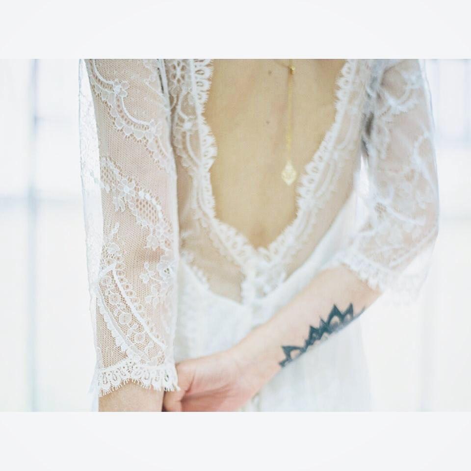 ・皆さんのドレス選びのポイントはどこですか?・ドレスのライン、デザイン、素材感…など様々ですよね・自分の好きな雰囲気はわかってるけど、自分の『似合う』がわからなくてドレス迷子になる方も多いです🕊試着しすぎてわからなくなってきた🤔という方もしばしば…・legeretesのドレススタイリストは『好き』も『似合う』もご新郎さま🤵とのバランスなど沢山のポイントを集めて上手に足し算しながらとびきりの一着へと導きます・想いをカタチにするお手伝いをさせていただきます・#wedding #weddingdress #legeretes #claras #paris #vowrenewal#ウェディングドレス #プレ花嫁 #ドレス試着 #2021春婚 #2021夏婚 #2021冬婚 #ヘアメイク #結婚式  #ドレス選び #前撮り #後撮り #フォトウェディング #ウェディングヘア  #フォト婚 #前撮り写真 #ブライダルフォト #カップルフォト #ウェディングドレス探し #ウェディングドレス試着 #レンタルドレス #ドレスショップ #家族婚 #バウリニューアル #記念日婚