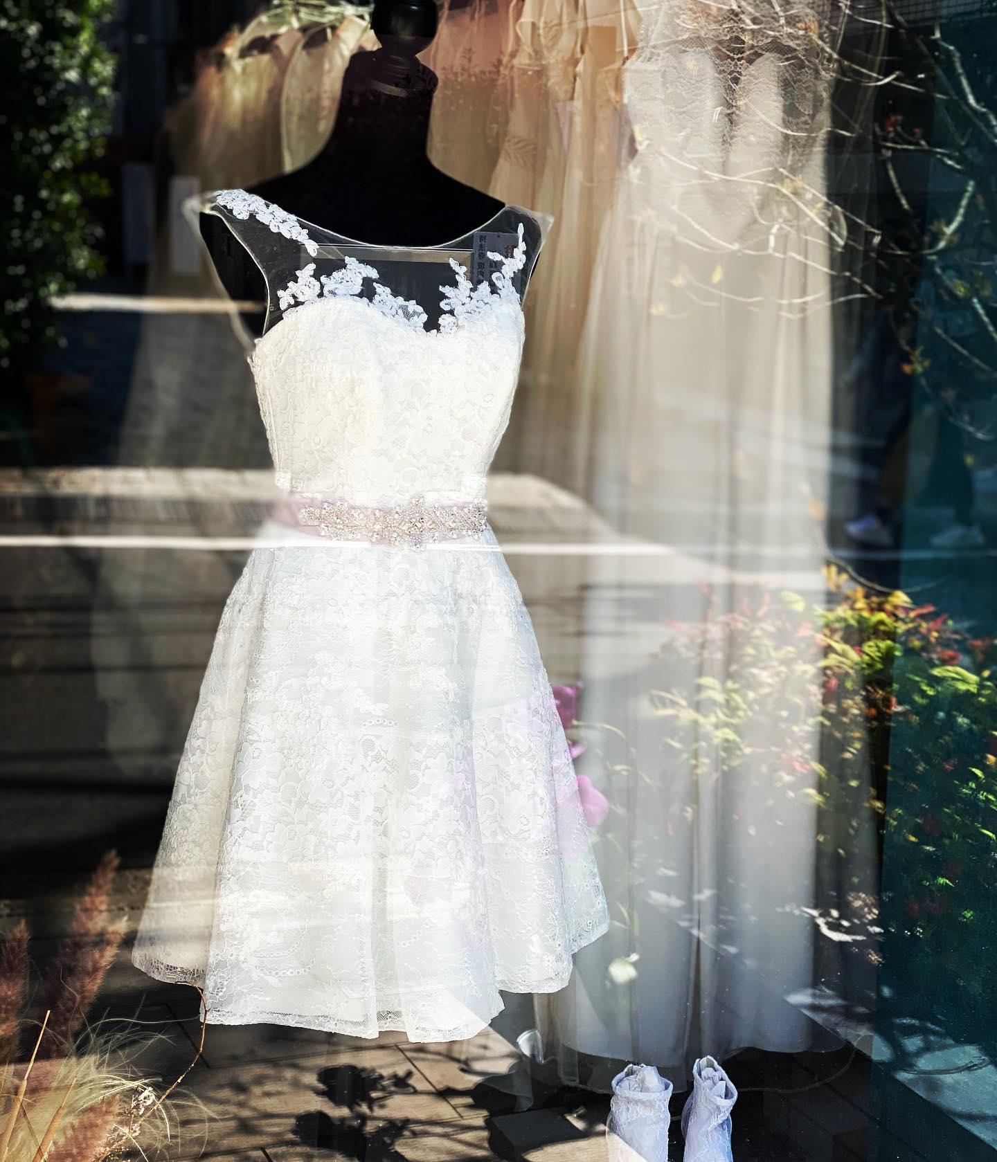 ・🕊Claras オススメミニdress🕊今日はショーウィンドウを#ミニドレス でコーディネート・最近人気のミニdressフォトウエディングでスニーカーやお洒落なパンプスと合わせて一味違うスタイリングをしたい方にオススメ・今の時代だから自分だけのスタイリングを楽しんで・PEPITA ¥120,000サッシュベルト ¥13,000・#wedding #weddingdress #claras #paris #vowrenewal #aoyama #spur #spurwedding #ウェディングドレス #プレ花嫁 #ドレス試着 #2021夏婚 #2021冬婚 #ヘアメイク #結婚式  #ドレス選び #前撮り #後撮り #フォトウェディング #ウェディングヘア  #フォト婚 #前撮り写真 #ブライダルフォト #カップルフォト #ウェディングドレス探し #ウェディングドレス試着 #レンタルドレス #ドレスショップ#ドレス迷子
