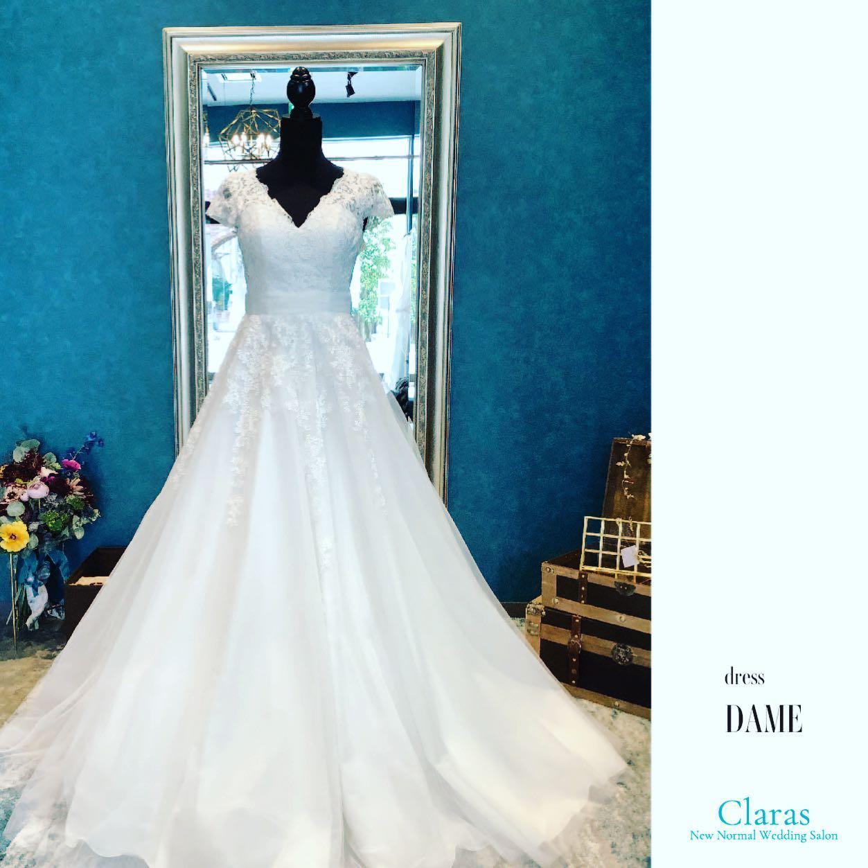 """🕊Claras elegant🕊Clarasでは珍しい王道Aラインのelegant dress・トップスの美しいレースとバランス良く見せるネック&ショルダーデザインで素敵な女性を演出スカートは優しいチュール素材なので重厚感ある会場でもナチュラルなフォトウェディングでも、どちらもシーンに溶け込む万能dress🤍・""""Dame""""購入価格:¥320,000・#wedding #weddingdress #instagood #instalike #claras #paris #ウェディングドレス #プレ花嫁 #ドレス試着 #ドレス迷子#2021冬婚 #ヘアメイク #結婚式  #ドレス選び #前撮り #インポートドレス #フォトウェディング #ウェディングヘア  #フォト婚 #ニューノーマル #ブライダルフォト #カップルフォト #ウェディングドレス探し #ウェディングドレス試着 #セルドレス #ドレスショップ  #クラシカルドレス #ホテルウェディング #運命のドレス"""