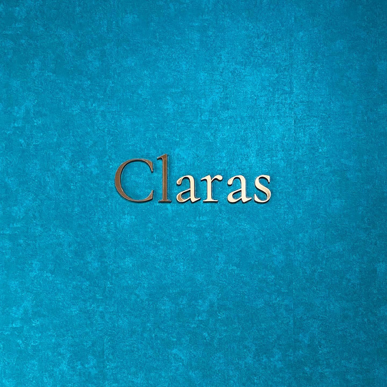 """🕊Claras とは🕊本当のドレス選びの楽しさを感じて欲しい・インポートドレスを適正価格でお届けするのがClaras・レンタルでは叶わない繊細で上質な素材も、ジャストサイズだから再現できるデザイン美も・Parisに関連会社があるからこそ直輸入での適正価格が叶う・Clarasは1組ずつ貸切でご案内寛ぎながら本当にその方に合った1着へと導きます自分だけのための1着を選びに来てください🤍結婚式やフォトなど迷ってる方でもまずはClarasへ🕊・長年様々なウエディングに携わってきたClarasスタッフより、細かなカウンセリングを行い的確ななご提案をさせていただきますご予約はDMからでも承れます・New Normal Wedding Salon""""Claras""""https://claras.jp/・about """"Claras""""…(ラテン語で、明るい·輝く)As(明日· 未来, フランス語て最高、一番) ・明るく輝く明日(未来) に貢献したいという想いを込めています🕊Fashionの都Parisをはじめ、欧米から選りすぐりのドレスをこれから出逢う花嫁のために取揃えました・2021.3.7 (Sun)NEW OPEN・Dressから始まるWedding Story""""憧れていた Dress選びから始まる結婚準備があったっていい""""・さまざまな新しい「価値」を創造し発信していきますこれからの新しい Wedding の常識を""""Claras """"から🕊・New Normal Wedding Salon【Claras】〒107-0061 東京都港区北青山2-9-14SISTER Bldg 1F(101) 東京メトロ銀座線 外苑前駅3番出ロより徒歩2分Tel:03 6910 5163HP: https://claras.jp営業時間:平日 12:00-18:00 土日祝11:00-18:00(定休日:月・火)・#wedding #weddingdress #instagood #instalike #claras #paris #vowrenewal#ウェディングドレス #プレ花嫁 #ドレス試着 #ドレス迷子 #婚約しました #オリジナルウェディング #結婚式  #ドレス選び #前撮り #インポートドレス #フォトウェディング #ウェディングヘア  #フォト婚 #ニューノーマル #ブライダルフォト #プロポーズ待ち#ウェディングドレス探し #ウェディングドレス試着 #セルドレス #ドレスショップ #バウリニューアル #運命のドレス"""