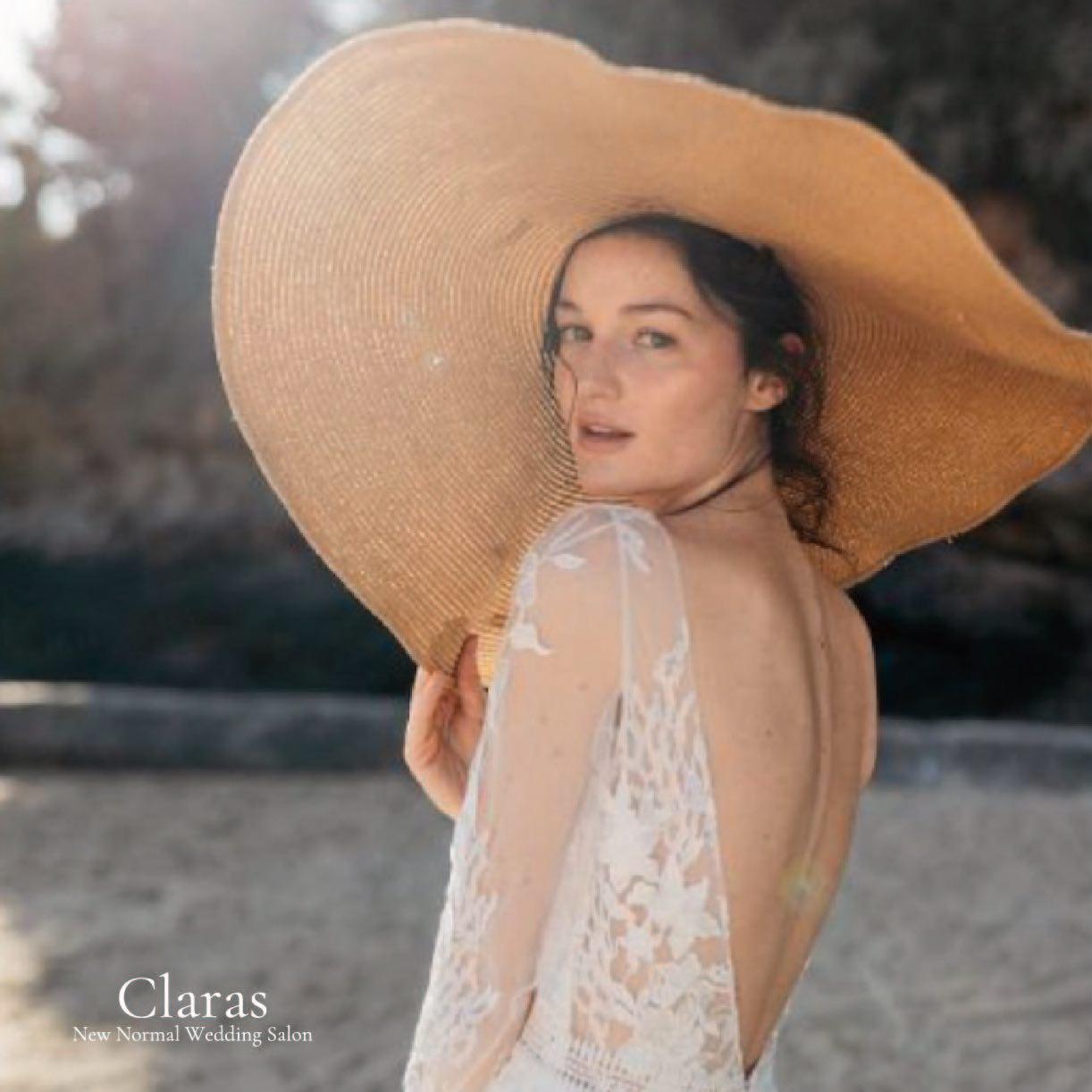 """🕊Claras とは🕊・インポートドレスを適正価格でお届けするのがClarasレンタルでは叶わない繊細で上質な素材も、ジャストサイズだから再現できるデザイン美も販売だからこそ叶えていける🤍Parisに関連会社があるからこそ直輸入での適正価格・Clarasは1組ずつ貸切でご案内寛ぎながら本当にその方に合った1着へと導きます自分だけのための1着を選びに来てください結婚式やフォトなど迷ってる方でもまずはClarasへ🤍長年様々なウエディングに携わってきたClarasスタッフより、細かなカウンセリングを行い的確ななご提案をさせていただきますご予約はDMからでも承れます・New Normal Wedding Salon""""Claras""""https://claras.jp/・about """"Claras""""…(ラテン語で、明るい·輝く)As(明日· 未来, フランス語て最高、一番) ・明るく輝く明日(未来) に貢献したいという想いを込めています🕊Fashionの都Parisをはじめ、欧米から選りすぐりのドレスをこれから出逢う花嫁のために取揃えました・2021.3.7 (Sun)NEW OPEN・Dressから始まるWedding Story""""憧れていた Dress選びから始まる結婚準備があったっていい""""・さまざまな新しい「価値」を創造し発信していきますこれからの新しい Wedding の常識を""""Claras """"から🕊・New Normal Wedding Salon【Claras】〒107-0061 東京都港区北青山2-9-14SISTER Bldg 1F(101) 東京メトロ銀座線 外苑前駅3番出ロより徒歩2分Tel:03 6910 5163HP: https://claras.jp営業時間:平日 12:00-18:00 土日祝11:00-18:00(定休日:月・火)・#wedding #weddingdress #legeretes #claras #paris #vowrenewal#ウェディングドレス #プレ花嫁 #ドレス試着 #ドレス迷子 #2021冬婚 #ヘアメイク #結婚式  #ドレス選び #前撮り #インポートドレス #フォトウェディング #ウェディングヘア  #フォト婚 #ニューノーマル #ブライダルフォト #カップルフォト #ウェディングドレス探し #ウェディングドレス試着 #セルドレス #ドレスショップ #家族婚 #バウリニューアル #記念日婚 #婚約しました"""