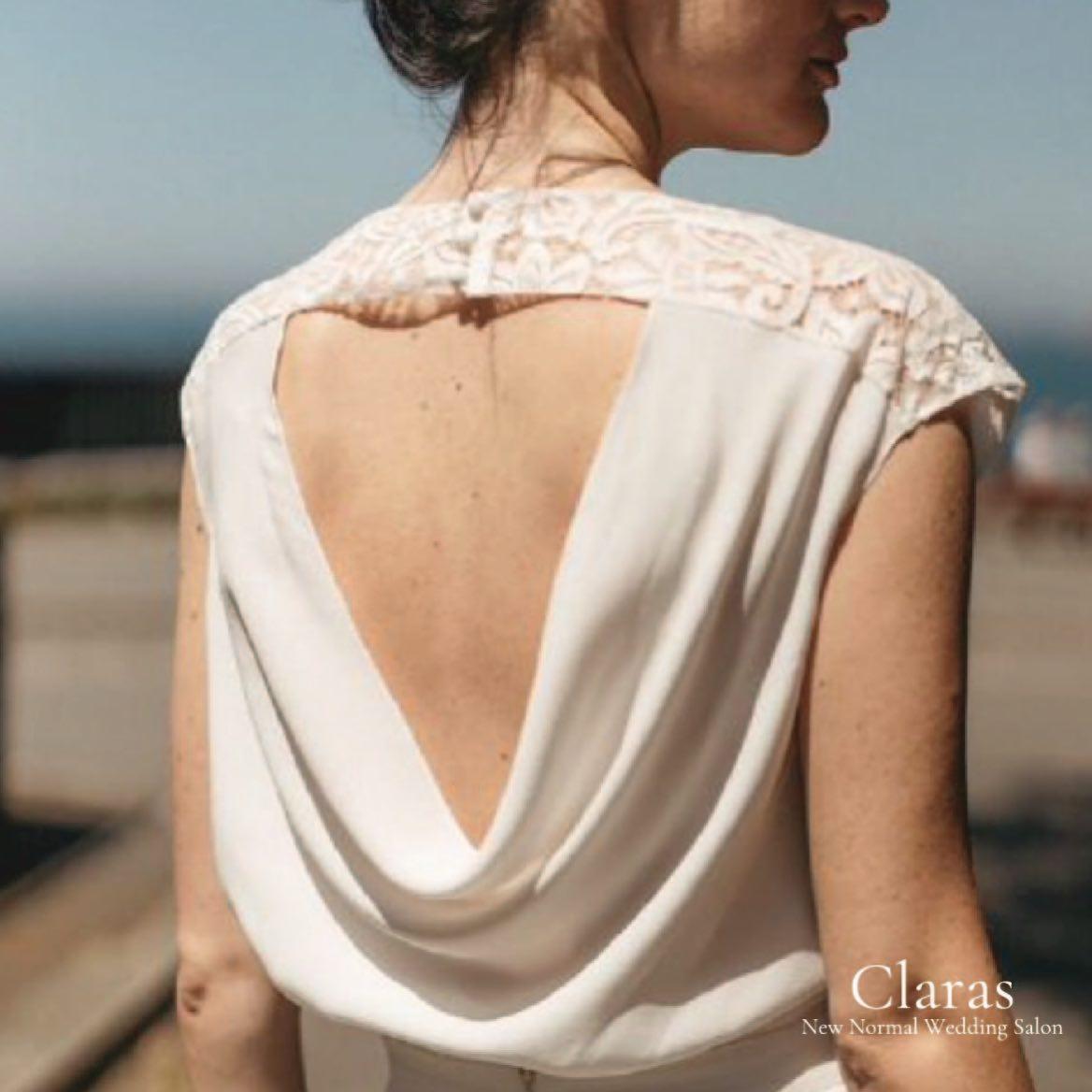 """🕊今までと違うドレス選びClarasで🕊・インポートドレスを適正価格でお届けするのがClarasレンタルでは叶わない繊細で上質な素材も、ジャストサイズだから再現できるデザイン美も販売だからこそ叶えていける🤍Parisに関連会社があるからこそ直輸入での適正価格・Clarasは1組ずつ貸切でご案内寛ぎながら本当にその方に合った1着へと導きます自分だけのための1着を選びに来てください結婚式やフォトなど迷ってる方でもまずはClarasへ🤍長年様々なウエディングに携わってきたClarasスタッフより、細かなカウンセリングを行い的確ななご提案をさせていただきますご予約はDMからでも承れます・New Normal Wedding Salon""""Claras""""https://claras.jp/・about """"Claras""""…(ラテン語で、明るい·輝く)As(明日· 未来, フランス語て最高、一番) ・明るく輝く明日(未来) に貢献したいという想いを込めています🕊Fashionの都Parisをはじめ、欧米から選りすぐりのドレスをこれから出逢う花嫁のために取揃えました・2021.3.7 (Sun)NEW OPEN・Dressから始まるWedding Story""""憧れていた Dress選びから始まる結婚準備があったっていい""""・さまざまな新しい「価値」を創造し発信していきますこれからの新しい Wedding の常識を""""Claras """"から🕊・New Normal Wedding Salon【Claras】〒107-0061 東京都港区北青山2-9-14SISTER Bldg 1F(101) 東京メトロ銀座線 外苑前駅3番出ロより徒歩2分Tel:03 6910 5163HP: https://claras.jp営業時間:平日 12:00-18:00 土日祝11:00-18:00(定休日:月・火)・#wedding #weddingdress #legeretes #claras #paris #vowrenewal#ウェディングドレス #プレ花嫁 #ドレス試着 #ドレス迷子 #2021冬婚 #ヘアメイク #結婚式  #ドレス選び #前撮り #インポートドレス #フォトウェディング #ウェディングヘア  #フォト婚 #ニューノーマル #ブライダルフォト #カップルフォト #ウェディングドレス探し #ウェディングドレス試着 #セルドレス #ドレスショップ #家族婚 #バウリニューアル #記念日婚 #婚約しまし"""