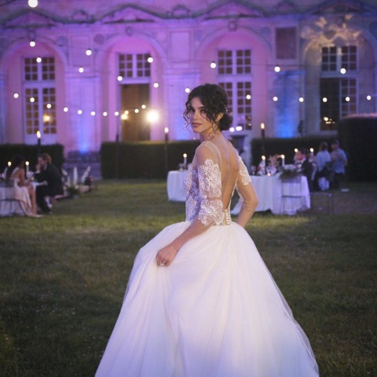 """・ドレスは借りますか?それとも買いますか?・多くの花嫁さま♀️がそんな選択肢もないまま当たり前のようにドレスをレンタルしています。・なぜなら、会場を先に決めてしまうことによって、会場の提携衣装店で自動的に選ぶ流れになってしまうので、なんとなくレンタルが当たり前に…・でも意外と女性は結婚が決まると「どこで式を挙げよう?」の前に「どんなドレスを着よう?」が先にくるものInstagram、Pinterest、ウェディング雑誌などを眺めながら妄想を膨らませるものです・私たちはそんな花嫁様の「どんなドレスを着よう?」のワクワクする想いを大切にして「なりたい花嫁スタイル」を一緒に探していきます・""""dress選びから始める結婚準備""""・#wedding #weddingdress #claras #ウェディングドレス #プレ花嫁 #ドレス試着#ドレス迷子#2021夏婚 #2021冬婚 #ヘアメイク #結婚式  #ドレス選び #前撮り #後撮り #フォトウェディング #ウェディングヘア  #フォト婚 #ブライダルフォト #カップルフォト #ウェディングドレス探し #ウェディングドレス試着 #レンタルドレス #ドレスショップ #家族婚 #バウリニューアル #記念日婚 #モニター募集 #ドレス迷子 #限定 #プレ花嫁 #ボヘミアンウェディング #ニューノーマル"""
