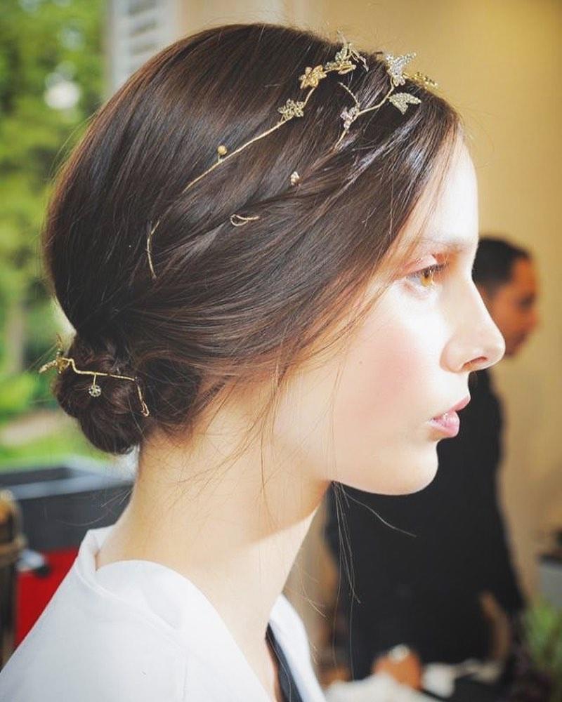 ・Clarasではインポートドレスにぴったりの華奢なゴールドのヘッドドレスなどもご用意してます・中にはネックレスとして併用できるものも・アクセサリー選びもファッションの延長でお楽しみいただけると嬉しいです・ありきたりなもの以外でお探しの花嫁さま♀️ぜひお問い合わせ下さい🤍・#wedding #weddingdress #claras #ウェディングドレス #プレ花嫁 #ドレス試着#ドレス迷子#2021冬婚 #ヘアメイク #結婚式  #ドレス選び #前撮り #後撮り #フォトウェディング #ウェディングヘア  #フォト婚 #ブライダルフォト #カップルフォト #ウェディングドレス探し #ウェディングドレス試着 #レンタルドレス #ドレスショップ #家族婚 #バウリニューアル #記念日婚 #モニター募集 #ドレス迷子 #限定 #プレ花嫁 #ニューノーマル #クララス #ウェディングアクセサリー
