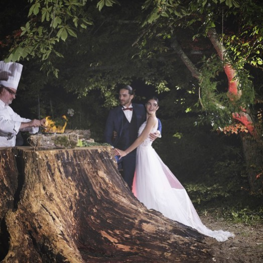 """・皆さま『バウリニューアル』ってご存知ですか英語で書くと「Vow Renewal」直訳すると「Vow→誓い」「Renewal→再び・もう一度」結婚した夫婦が再び愛を誓い合うセレモニー・""""記念日婚""""として結婚記念日に改めてドレスを着てお写真を撮る方も増えています🤍・ClarasではそんなバウリニューアルのフォトウエディングもサポートしてますDMでもお気軽にご相談下さいませ️・🕊大切な人と何度でも結婚式をしよう🕊・#wedding #weddingdress #claras #ウェディングドレス #プレ花嫁 #ドレス試着#ドレス迷子#2021夏婚 #2021冬婚 #ヘアメイク #結婚式  #ドレス選び #前撮り #後撮り #フォトウェディング #ウェディングヘア  #フォト婚 #ブライダルフォト #カップルフォト #ウェディングドレス探し #ウェディングドレス試着 #レンタルドレス #ドレスショップ #家族婚 #バウリニューアル #記念日婚 #モニター募集 #ドレス迷子 #限定 #プレ花嫁"""