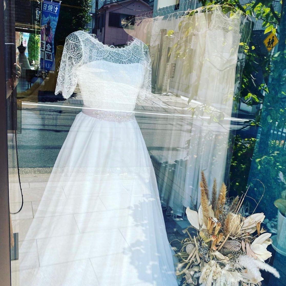 ・明日、明後日は定休日となっております🕊・ご予約やお問い合わせをいただく場合はinfoメール又はDMにてお願い致します・clarasは一組様貸切でご案内しておりますので、安心してご来店下さいませ・今週も沢山のお問い合わせをお待ちしております🤍・#wedding #weddingdress #claras #ウェディングドレス #プレ花嫁 #ドレス試着#ドレス迷子#2021冬婚 #ヘアメイク #ドレス選び #前撮り #後撮り #フォトウェディング #ウェディングヘア  #フォト婚 #ブライダルフォト #カップルフォト #ウェディングドレス探し #ウェディングドレス試着 #ドレスショップ #家族婚 #バウリニューアル #記念日婚 #モニター募集 #ドレス迷子 #限定 #プレ花嫁 #ボヘミアンウェディング #ニューノーマル #クララス